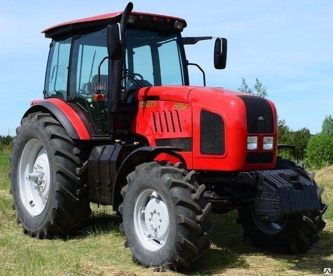 Трактор МТЗ 2022 - на поле
